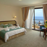 aquamare_beach_hotel_spa_guestrooms_paphos_cyprus