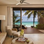 BEACHFRONT SUITE LIVING ROOM