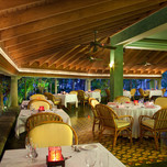 couples-swept-away-palms-restaurant