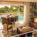 Hibiscus Luxury Mega Family Suite2