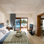 junior-bungalow-suite-front-sea-view-shared-pool