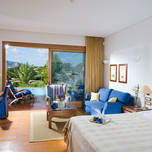 luxury-suite-front-sea-view-with-shared-pool