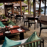 43359493-H1-Al_fresco_dining_at_Ocean_Kiss