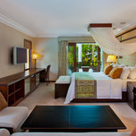 Grande_Lagoon_Suite_Master_Bedroom