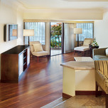 Executive_Suite_Living_Room