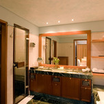grand-suites-sea-view-private-heated-pool-bathroom