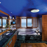 ambassador-bungalow-suites-on-the-waters-edge-bathroom
