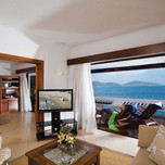 ambassador-bungalow-suites-on-the-waters-edge-interior