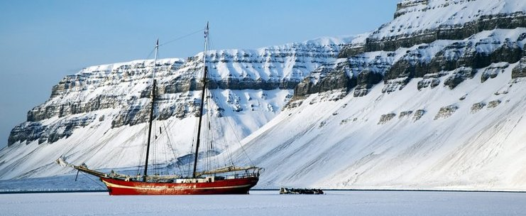 The Ship in the ice