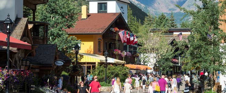 Manor Vail, Vail Village